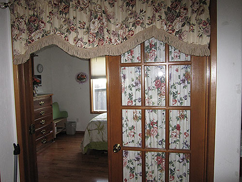 medford_lone_pine_interior_bedroom_enter.jpg